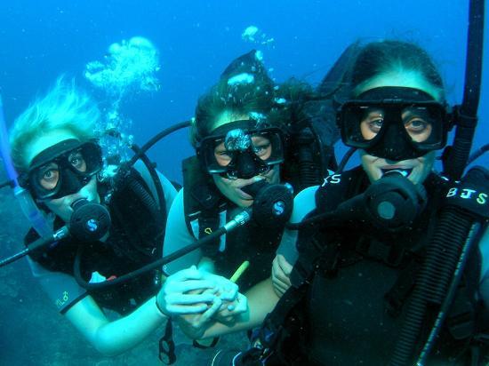 girls-scuba-diving-sperm-spinning-clinics