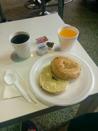 SoBe Hostel: breakfast