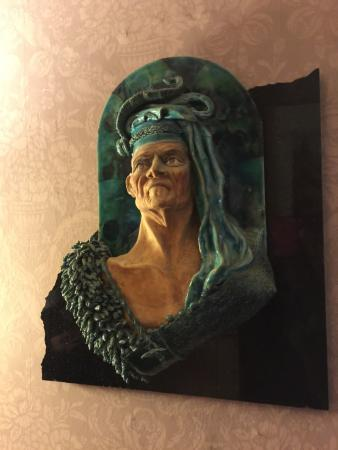 Albion Manor Bed and Breakfast: Art in hall