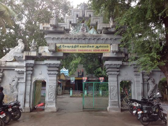 Tiruvannamalai, อินเดีย: Entrance off Chengam Road
