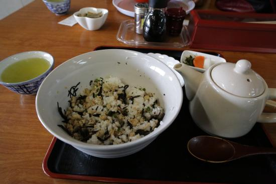 Road Station Tomiura Biwa Club : 鯵のさんが丼(食べかけ)