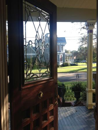 Rothschild - Pound House Inn: Entrance
