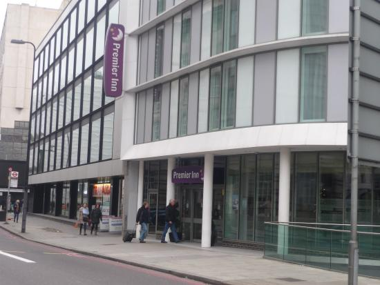 windows sealed picture of premier inn london waterloo. Black Bedroom Furniture Sets. Home Design Ideas