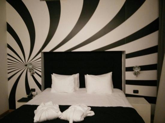 Sarroglia Hotel: Hall, room and menu