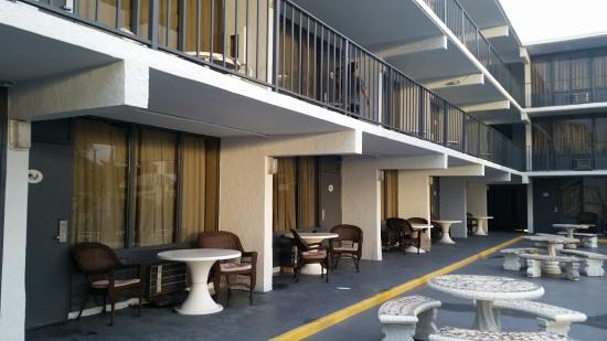 Lafayette Motel: 20151206_072838_large.jpg