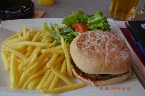 Brasserie Restaurant La Riviera: The Yummy for my Tummy Hamburger with Fries