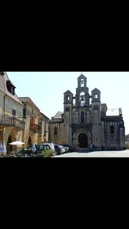 Villefranche-du-Perigord, Γαλλία: L'actuelle église Notre-Dame de L'Assomption au centre de la bastide date du XIXe siècles.
