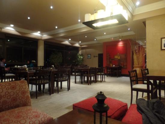 Premium Tower Suites Mendoza: comedor restaurant