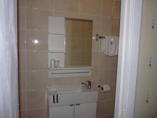 The Park Hotel: En suite Bathroom