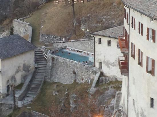 https://media-cdn.tripadvisor.com/media/photo-s/09/b0/de/a9/terme-di-bormio-bagni.jpg
