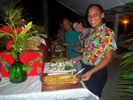 Turneffe Island, Belize: Beach Barbecue feasting!