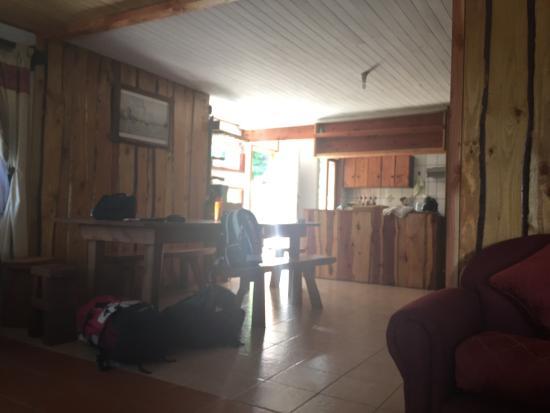Ruka Pucon Hostel: Súper limpio , cómodo y económico  muy atentos Patricio desde el principio.