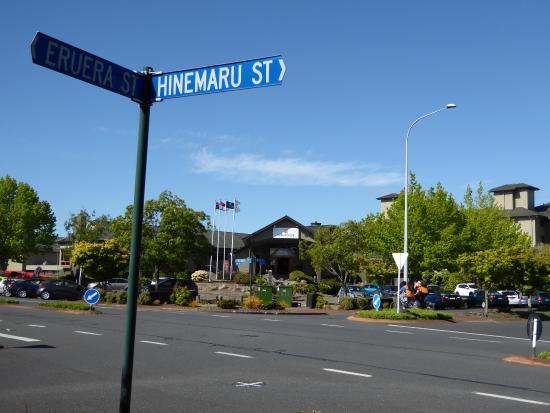 New Plymouth, Nueva Zelanda: Front entrance to the hotel