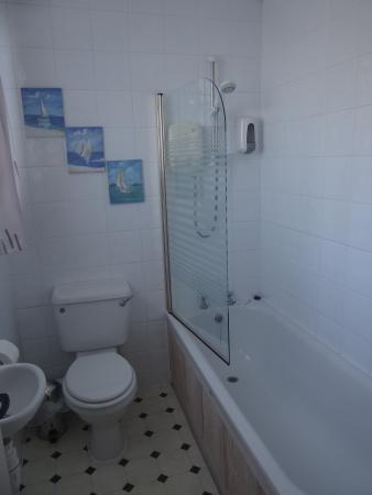 Winfrith Newburgh, UK: Room 1 bathroom
