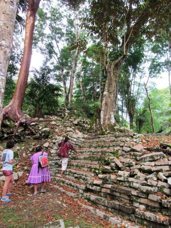 Punta Gorda, Belize: Exploring Lubaantun with our guide