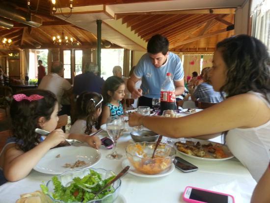 Uribelarrea, Αργεντινή: Comiendo