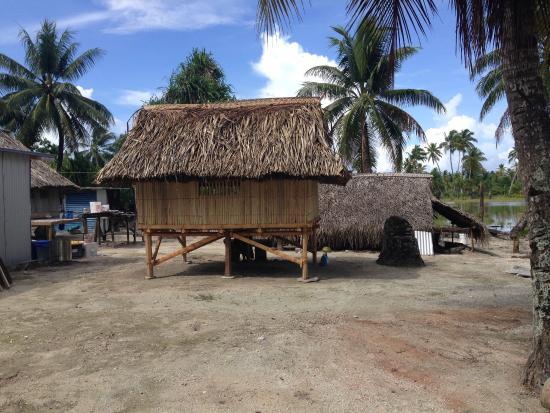 Fenua-ura: Village Home