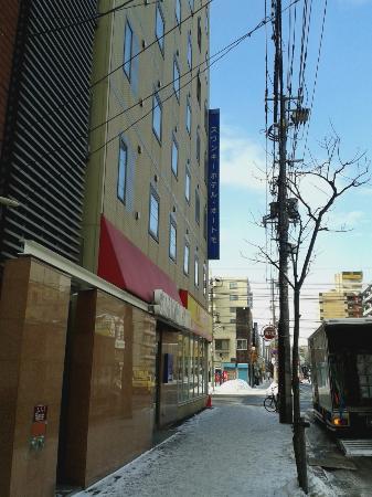 Swanky Hotel Otomo : Vista do hotel de fora