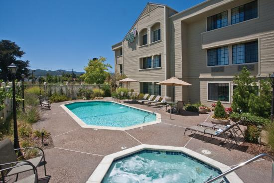 Napa Winery Inn: Pool Area