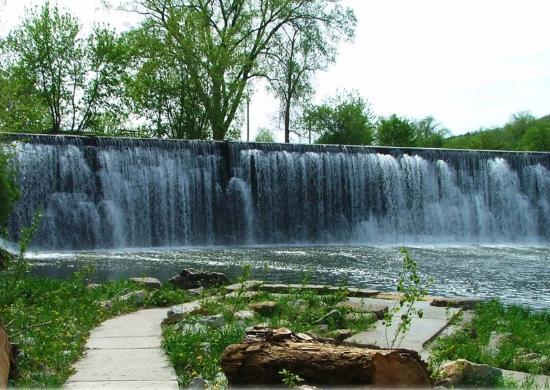 Lanesboro, Minnesota: Waterfall