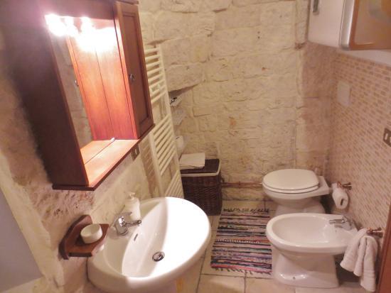 Servizi bagno trullo foto di trulli caroli locorotondo for Servizi bagno