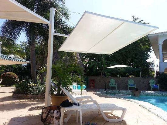 Hostal Casa Amarilla: Zona de piscina