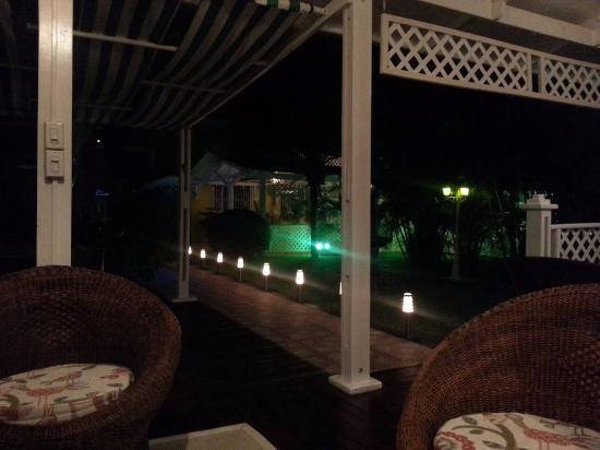Hostal Casa Amarilla: Jardin nocturno