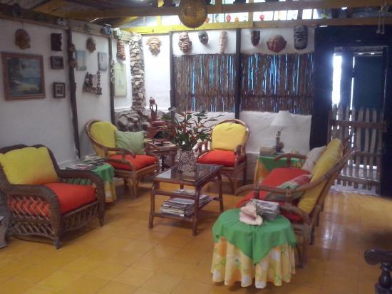 Caribbean Coral Inn : Sala de estar