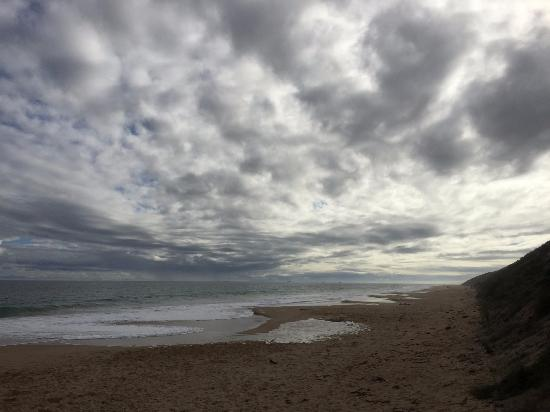 Dalyellup, Australia: Beach on a cloudy day