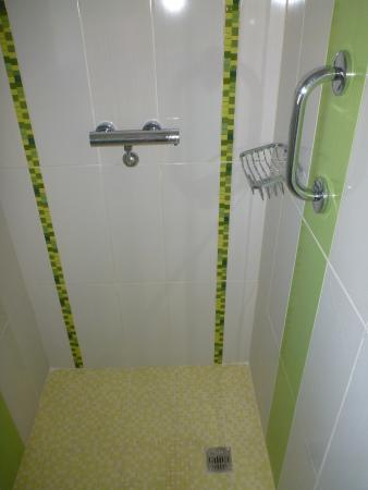 Stand Up Rain Shower Very Clean Washroom Picture Of Ocean - Best way to clean stand up shower