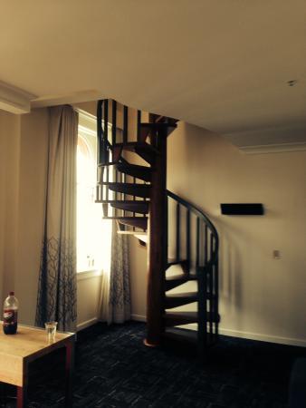 Kimpton Hotel Vintage Portland: Spiral Staircase
