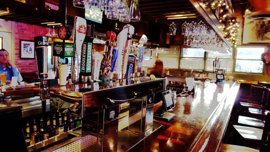 Pizzaria Uno Chicago Bar & Grill: Taps
