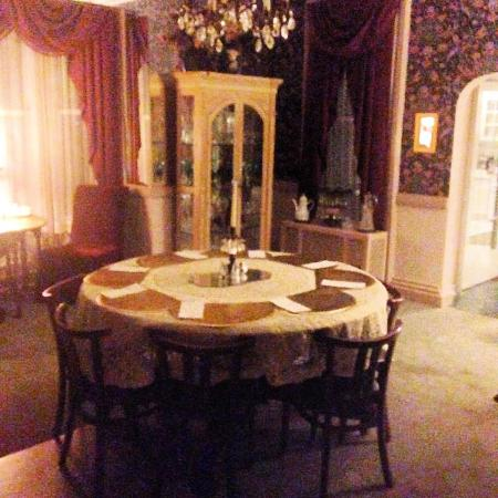 Les Saisons: dining room