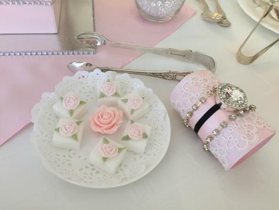 Petite & Sweet Tearoom Coffee Shoppe & Patisserie: Sugarcubes divine!