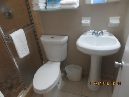 Riptide Hotel: Bathroom