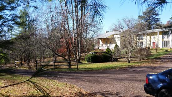 Boston, VA: Main House / Driveway