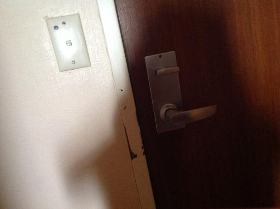 Kings Perth Hotel: Door frame