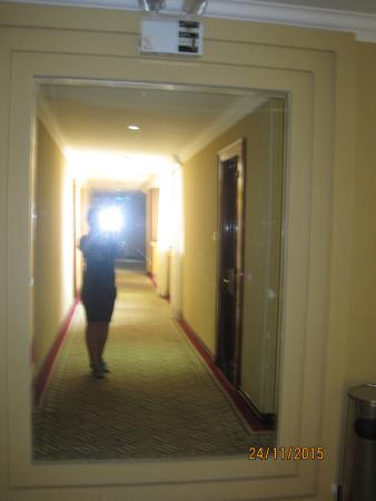 Diamond Hotel: коридоры отеля