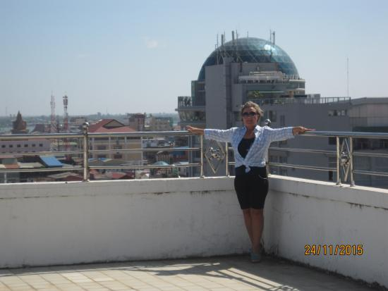 Diamond Hotel: крыша отеля