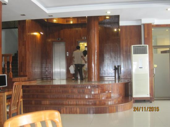 Diamond Hotel: холл