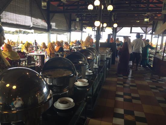 Holiday Villa Beach Resort & Spa Cherating: restaurant