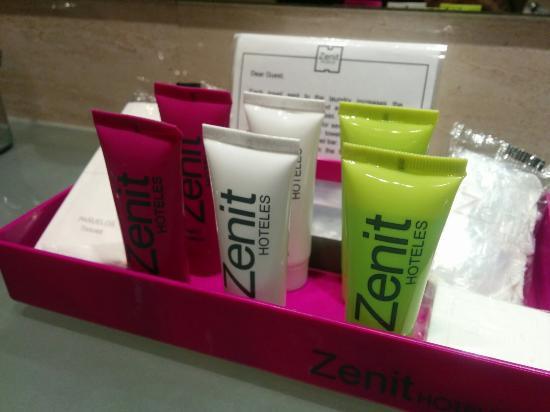 Hotel Zenit Borrell: Hotel céntrico, muy limpio y buen servicio! En 20 minutos caminando estas en Paseo de Gracia. In