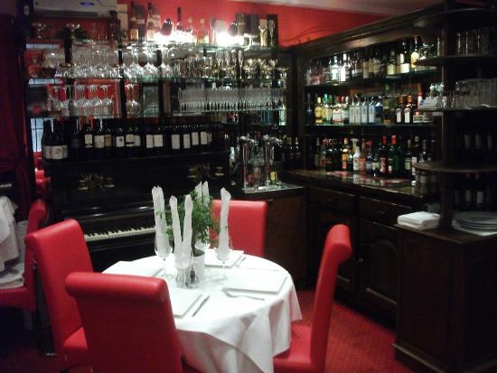 Le bar a vin picture of la maison blanche bayeux for 11 rue de la maison blanche