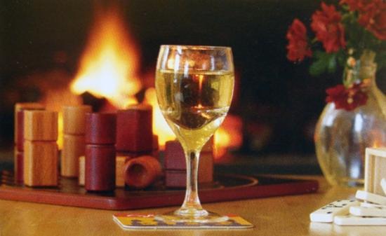 Gorvello Cafe: Prenez un verre devant le feu de cheminée