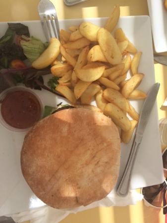 Kohili Seafood Stories on the Beach : Burger dish