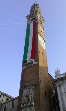 Province of Trento, Italy: La Torre Bissara con il Tricolore