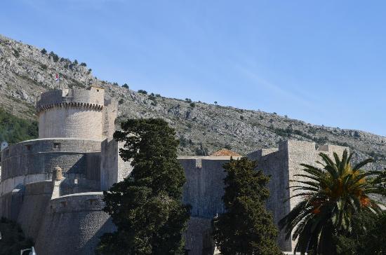 Minceta Fortress: Башни и стены форта