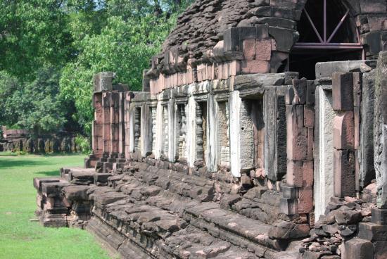 PHIMAI - Photo de Prasat Hin Phimai (Phimai Historical ...