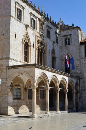 Sponza Palace: Вид на дворец сбоку