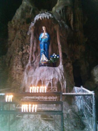 Kefamenanu, Indonesien: Maria Bitauni Cave